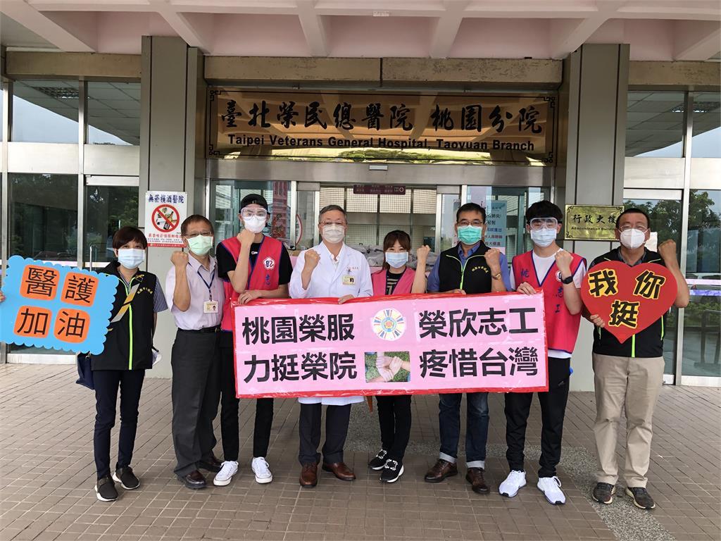 美國留學生掏零用錢助一線!捐上千防護眼罩  助北榮桃園分院抗疫
