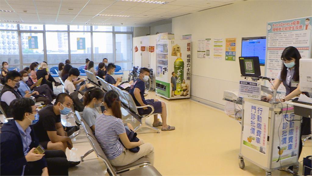 本土疫情連環爆!醫院疫苗門診預約爆滿 單日4166人打疫苗創新高