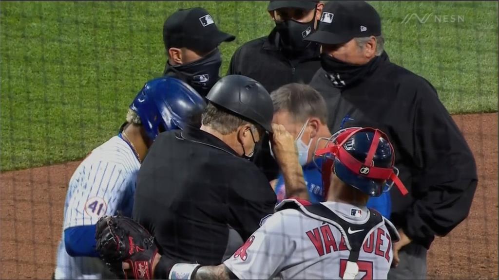 MLB/主審挨擦棒球退場 球僮連人帶椅摔觀眾席閃球