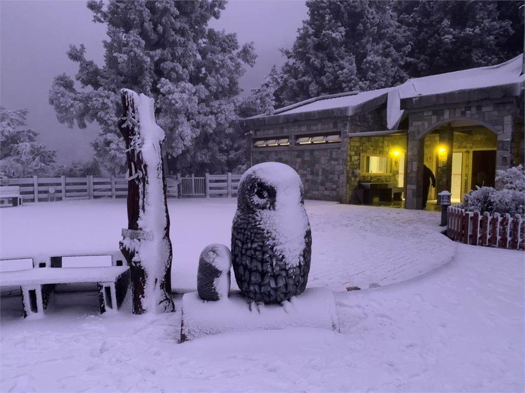 快新聞/低溫持續下探路面恐結冰 太平山莊人員下午廣播勸遊客盡早離開