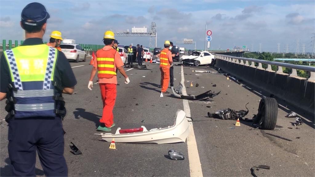國3彰化快官路段 轎車失控自撞駕駛拋飛亡