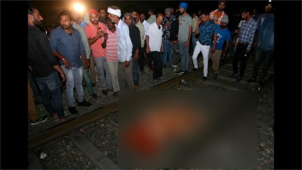 印度火車高速衝撞人群 至少60死50傷