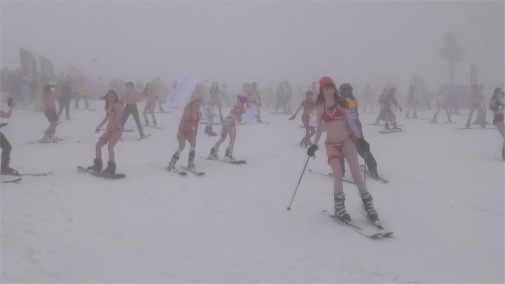 戰鬥民族不畏寒冷與疫情 比基尼滑雪嘉年華登場
