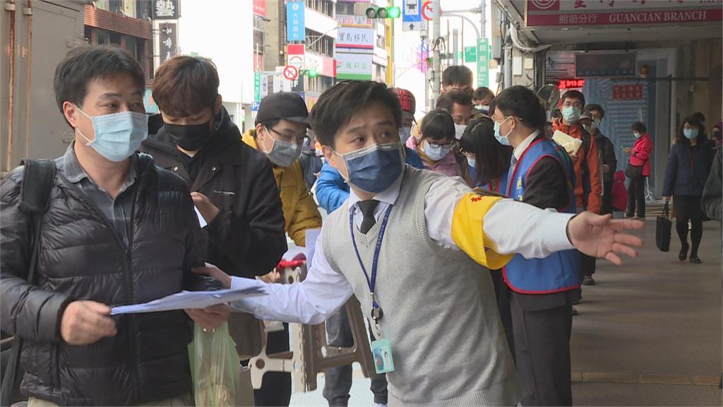 疫情再起民眾狂買防疫保單 業者:多了5倍