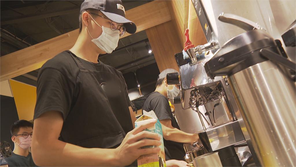 政大雄鷹籃球隊跨界聯名!打造全台首間運動風咖啡廳