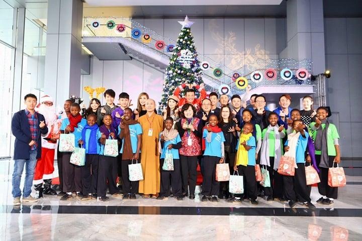 民視鳳凰藝能送愛!與賴索托孩童歡度耶誕節