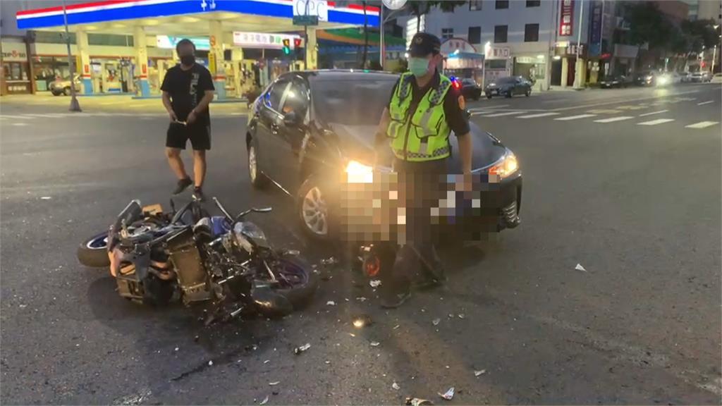 重機環島出師不利!?騎士高雄街頭路口遭撞擊重摔