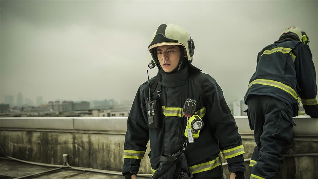 《火神的眼淚》林柏宏克服懼高症撲七樓高牆邊 自責無力挽救陷PTSD惹網友心疼
