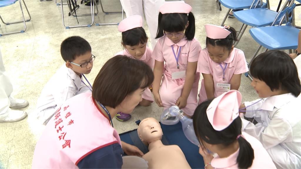小小護理師體驗營!學習傷口照護、CPR