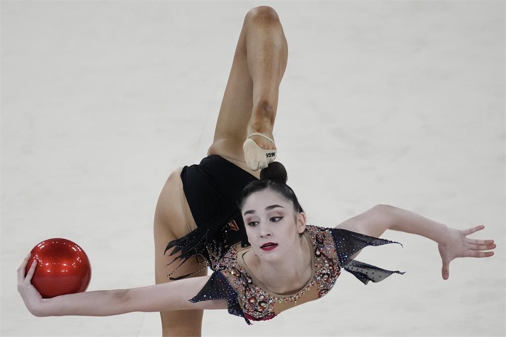 東奧/最驚悚照片!體操女神一動作瞬間..「頭消失了」網嚇傻
