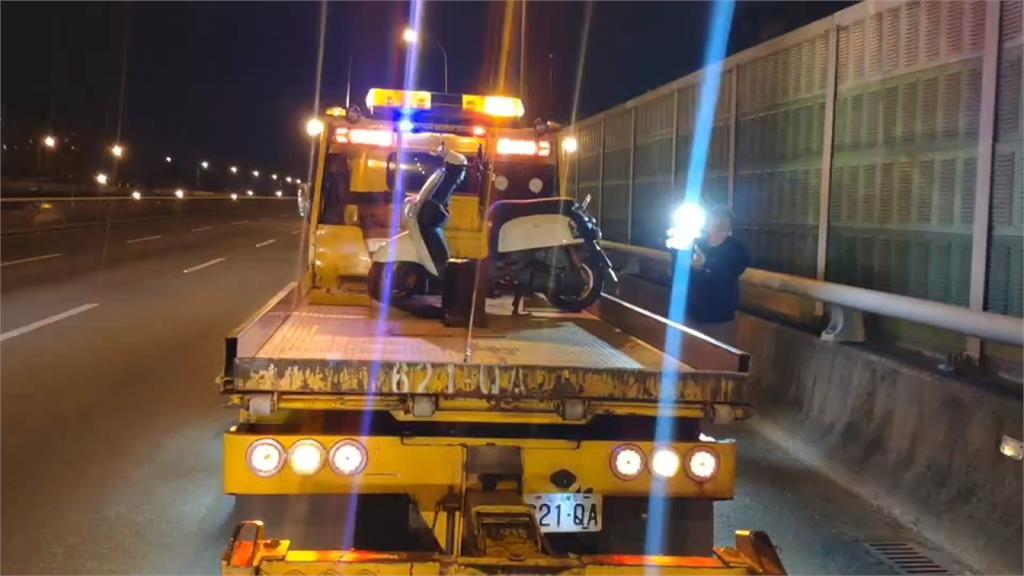 機車誤闖國道摔車 幸用路人急閃未釀追撞