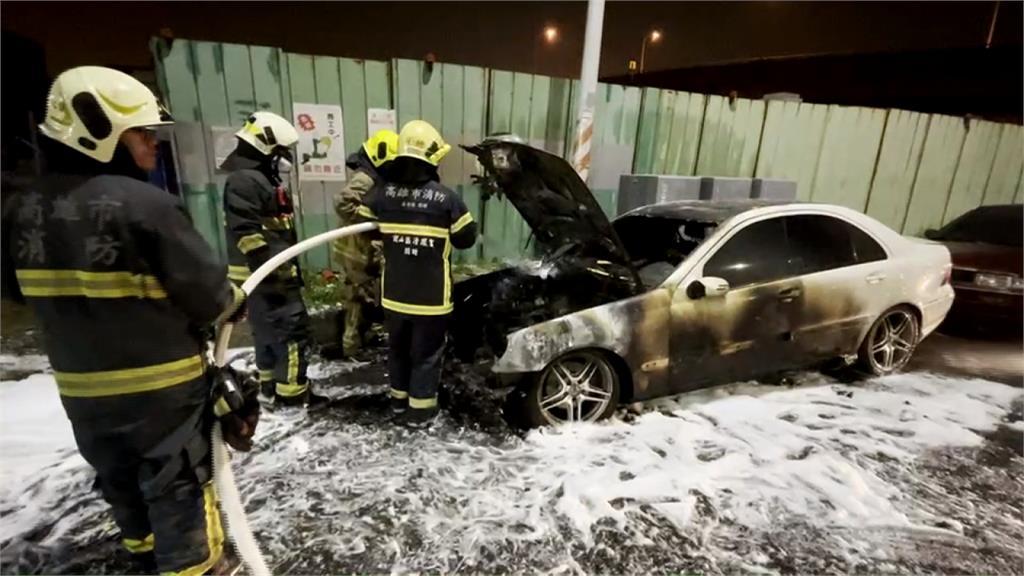 18年老車突起火燃燒 幸無釀人員傷亡