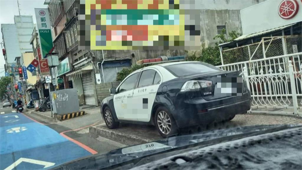 警車違停人行道民眾勸阻 被警斥責還被開罰單