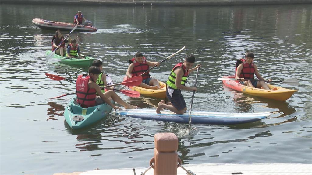 玩水新選擇!高雄市還河於民 民眾玩水需穿救生衣 救生員隨時巡邏