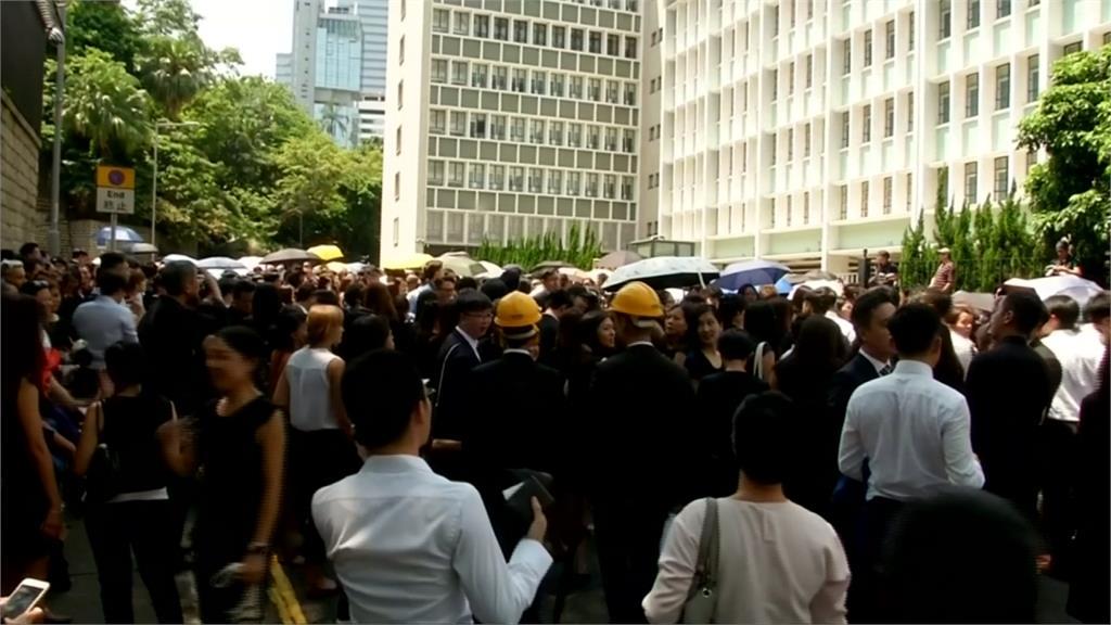 反送中/捍衛香港司法獨立 上千律師街頭無聲抗議