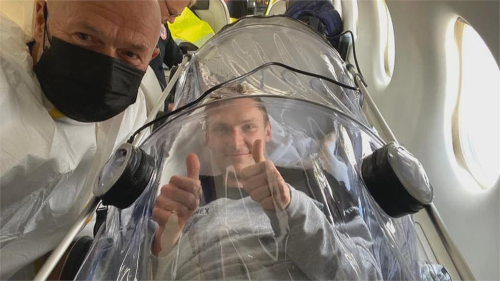 前球王安賽龍確診 裝隔離艙搭專機返國治療