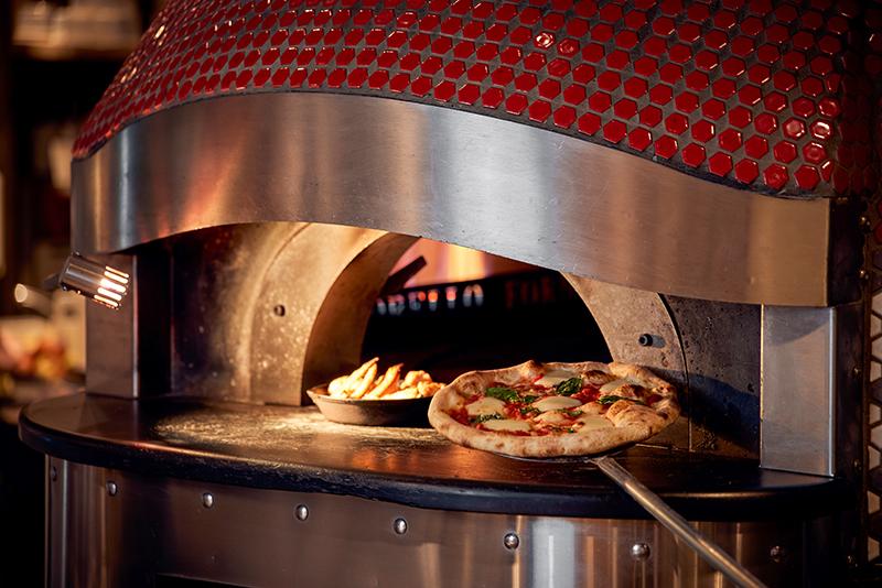 披薩控注意! 87120種客製口味窯烤比薩新莊登場