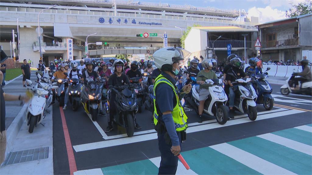 台中大智路通車劃設待轉區 機車族不滿侵犯路權 「轉圈圈」抗議