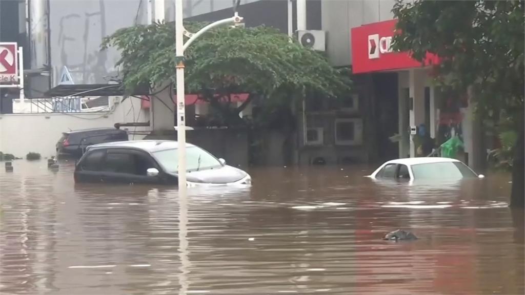 新年遇水患!暴雨襲印尼 首度雅加達淹兩公尺高