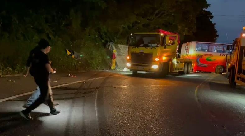 快新聞/遊覽車撞山壁6死39傷 蘇花路廊遠端管制 除公務車輛外只出不進
