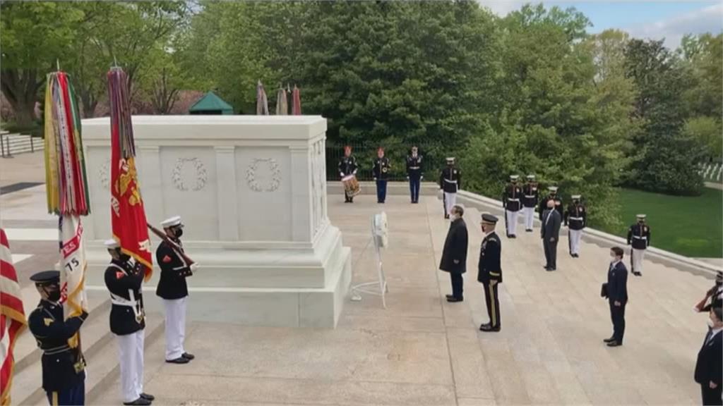 菅義偉訪美首日 阿靈頓公墓向無名將士獻花