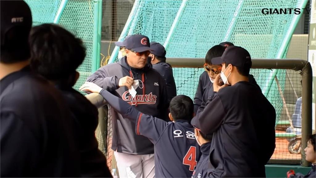 韓職球員戴口罩比賽 響尾蛇游擊手見狀喊「我願意」