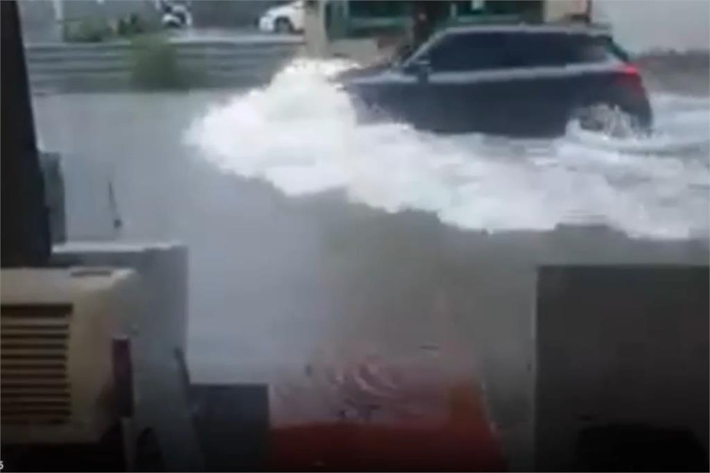 快新聞/豪雨猛炸!草屯淹半個輪胎高、彰化市區淹水