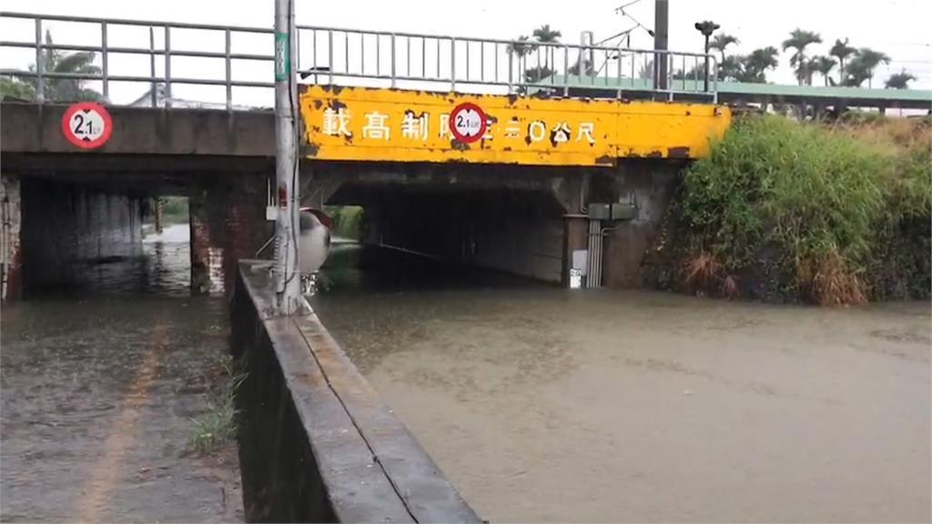 大雨狂炸台南整夜! 保安火車站附近涵洞水淹3米