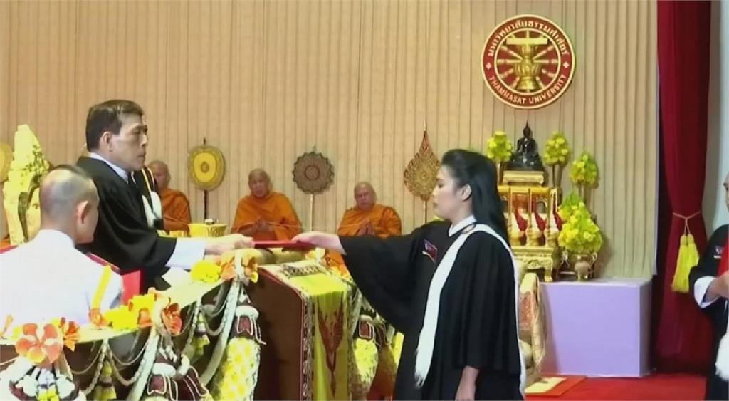 泰王親自頒發畢業證書 一半學生缺席抗議