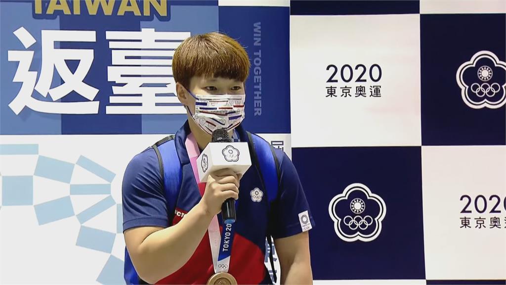 東奧/榮耀返國!舉重好手陳玟卉特別感謝「它」: 帶著銅牌往2024繼續努力