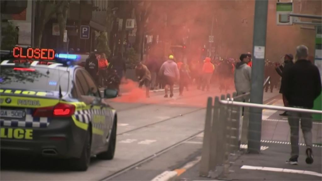 墨爾本反疫苗示威變暴力衝突 警祭胡椒噴霧、鎮暴彈驅離