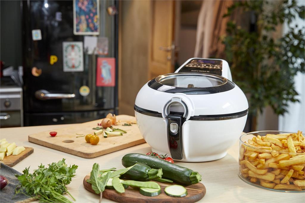 法國特福全新升級氣炸鍋亮麗登台 獨家拌炒螺旋槳各色創意美食輕鬆料理