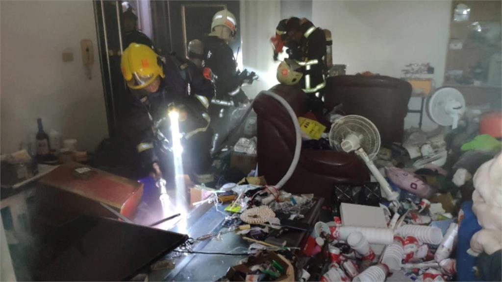 垃圾屋釀大樓火災 40餘人疏散