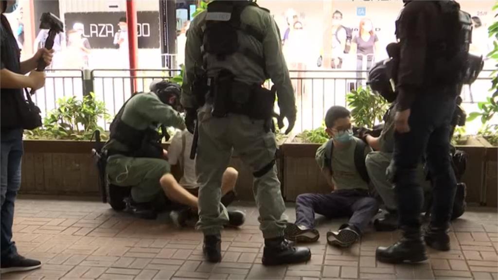 紫色恐怖籠罩!港區國安法實施首日 逾70人被捕