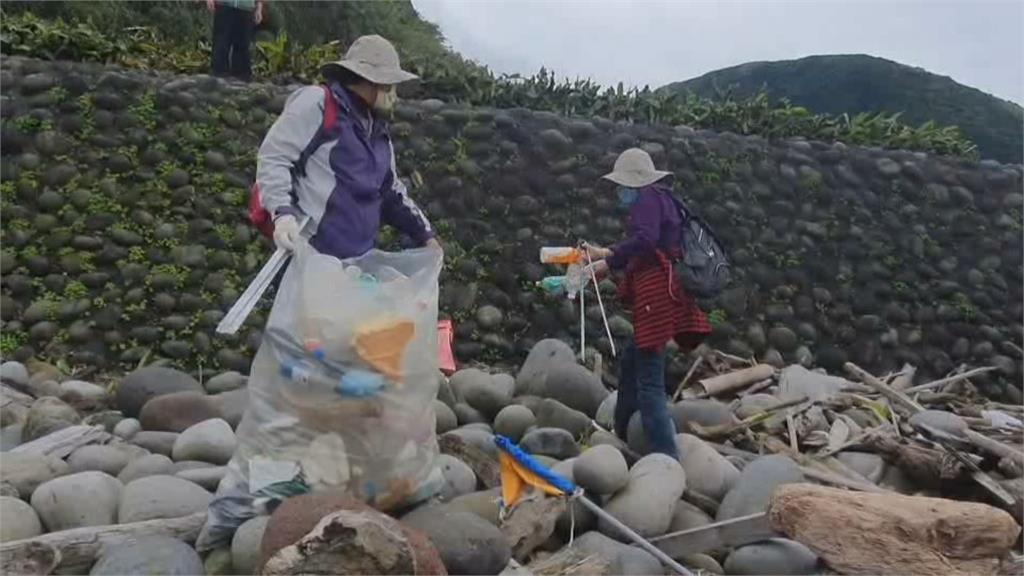 龜山島3月1日開放 360名志工登島挽袖淨灘