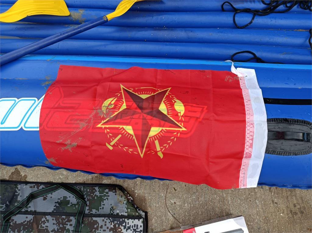 來者不善!中國男偷渡金門攜紅旗!驚見「中共作戰3元素」
