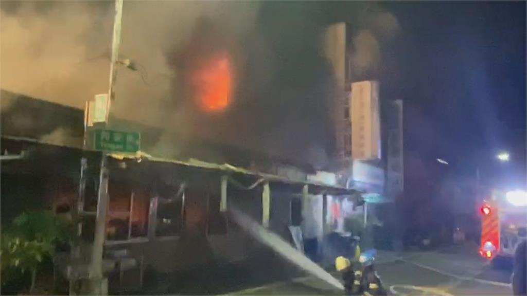 鐵皮倉庫大火延燒3棟透天厝 鄰長一家7受困 11歲長孫亡