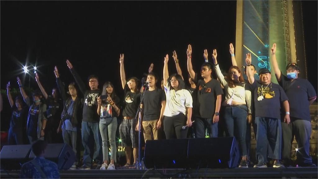 泰國反政府示威持續上演 年輕一代用動漫和奶茶反抗政府