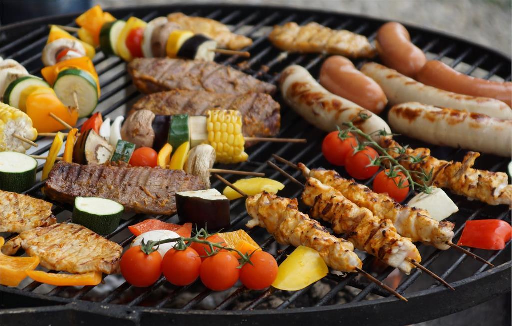 中秋烤肉常見食物7成全是油!熱量超高「1條就破300大卡」