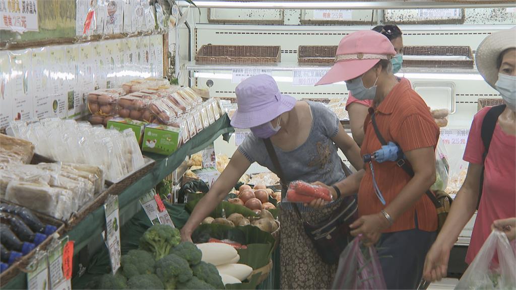 連假首日傳統市場人潮多 海鮮蔬菜價格漲 豬肉價平穩