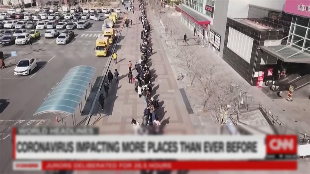 快新聞/南韓民眾瘋搶口罩空拍畫面曝光 排隊人龍超長網一看嚇傻