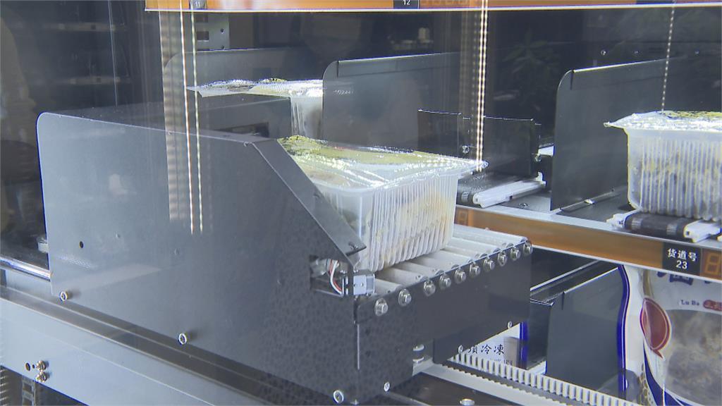 滷味販賣機! 自動微波加熱不到3分鐘滷味出爐