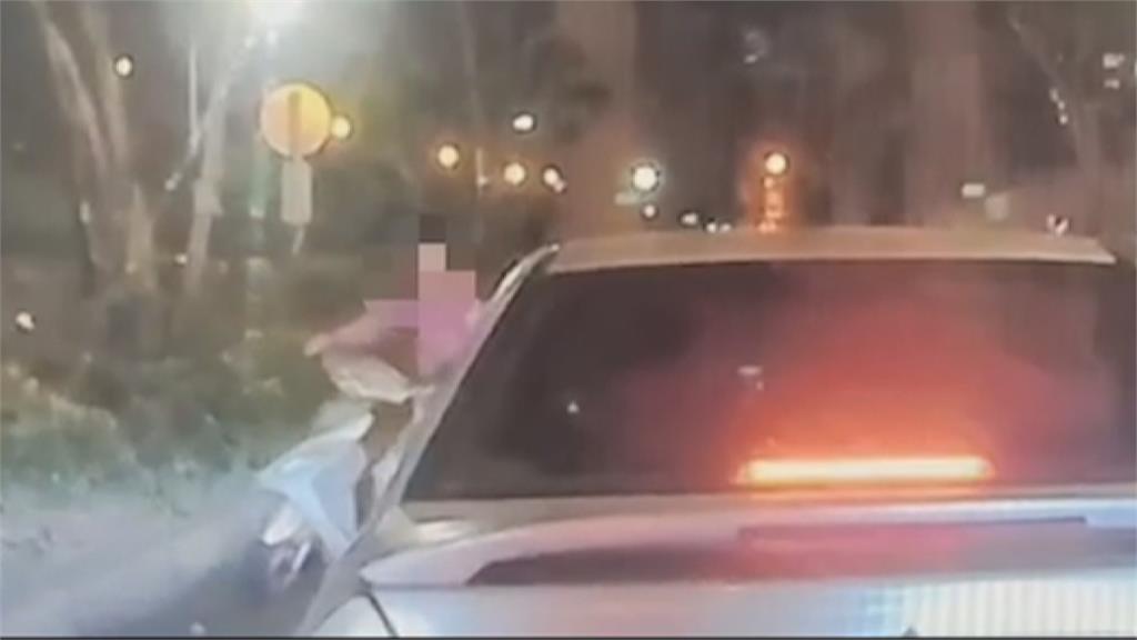 女騎士誤闖匝道 害後車追撞  一秒惹怒人!怪沒有安全車距