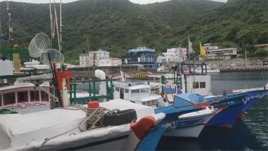 抗議啦!綠島漁船圍佔碼頭 客輪不給載魚貨 漁民不滿