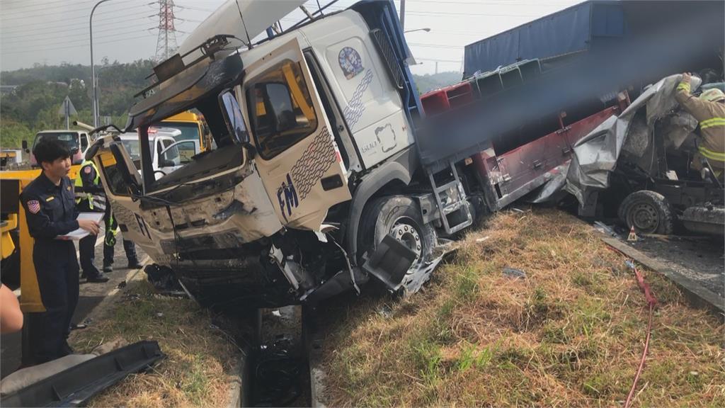 國道3號寶山匝道重大車禍!貨車疑未注意車況追撞釀1死3傷
