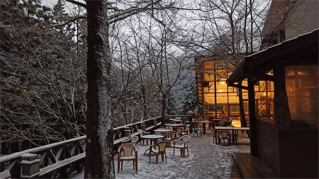 不斷更新/宜蘭馬告園區「棲蘭明池」成銀白世界 氣溫漸回升下雪持續至下午