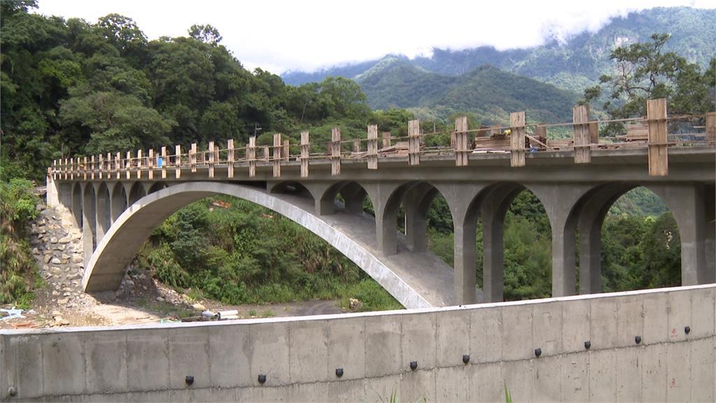 原民會主委視察桃源「龍橋」 估明年完工