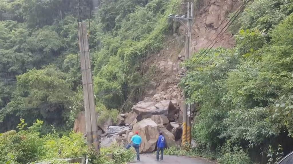 每次下雨就出現災情 屏東泰武鄉「巨石坍斷路」