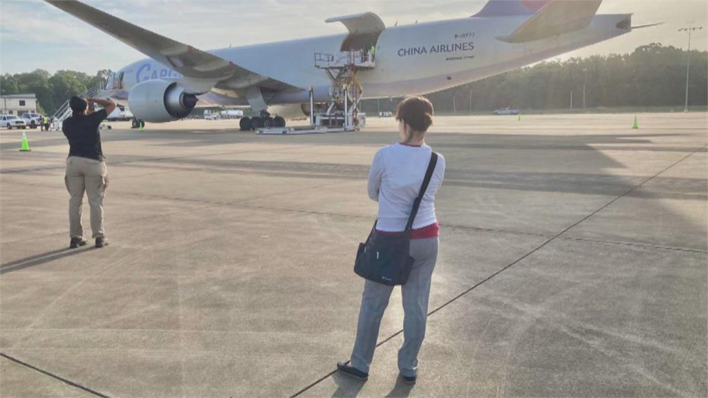 美贈250萬劑莫德納  蕭美琴機坪站6小時全程盯場送機