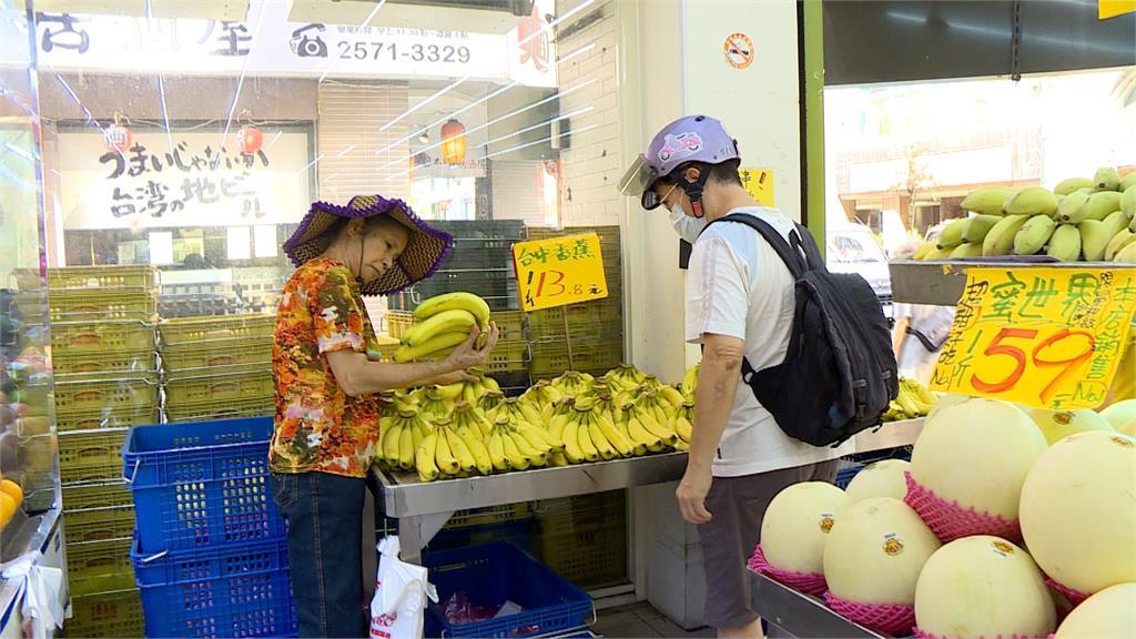 香蕉供過於求價格大崩盤 產地價每公斤最低掉至2元 農曆七月民眾不拜蕉買氣低 蕉農欲哭無淚